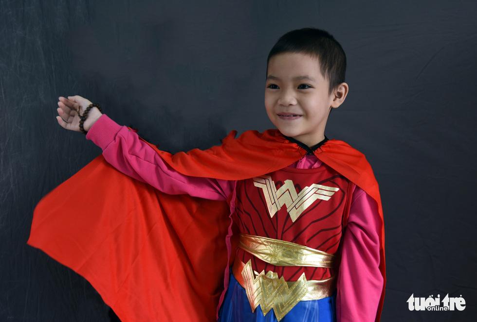 Hàng chục chiến binh, siêu anh hùng... xuất hiện trong bệnh viện - Ảnh 6.