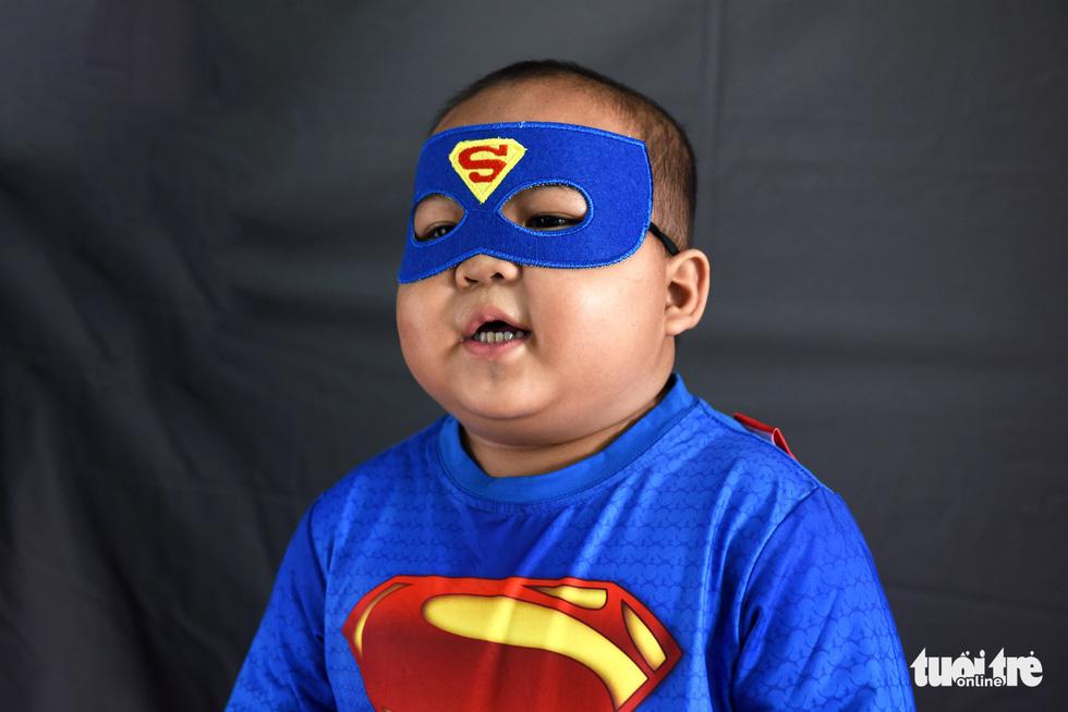 Hàng chục chiến binh, siêu anh hùng... xuất hiện trong bệnh viện - Ảnh 4.