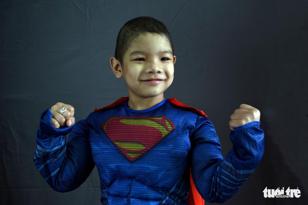 Hàng chục chiến binh, siêu anh hùng... xuất hiện trong bệnh viện - Ảnh 7.