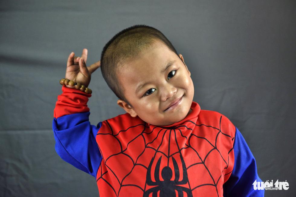 Hàng chục chiến binh, siêu anh hùng... xuất hiện trong bệnh viện - Ảnh 2.
