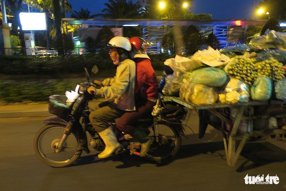 Mưu sinh trong đêm lạnh Sài Gòn - Ảnh 8.