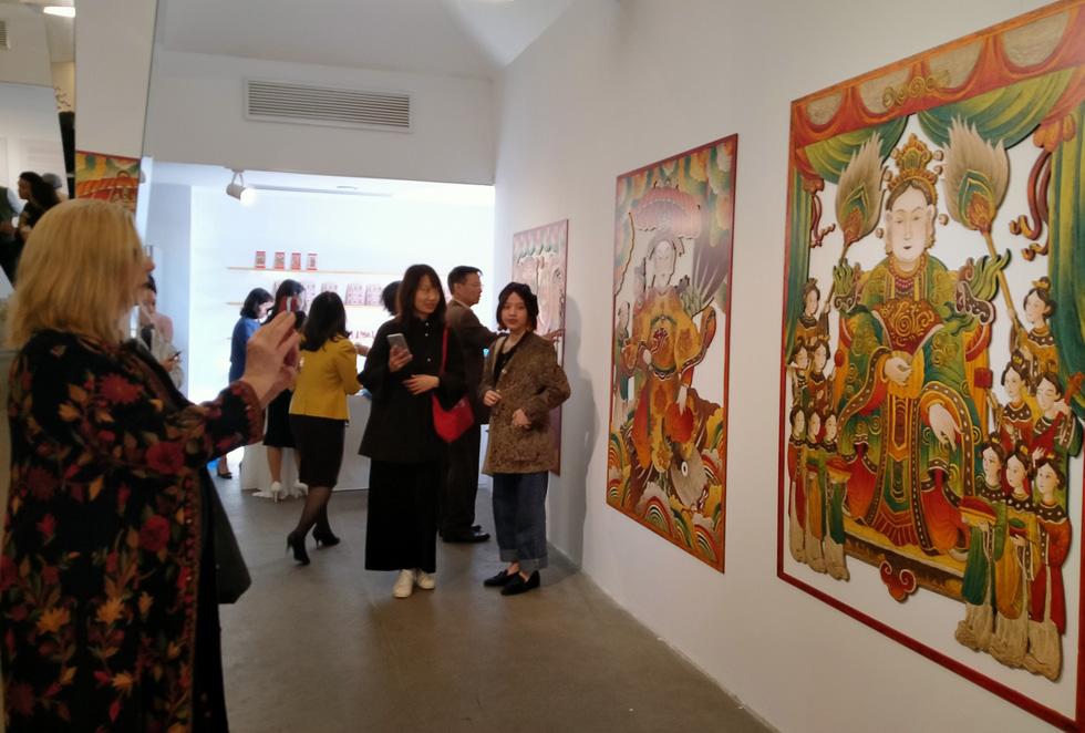 Ngắm Bà Trưng, Bà Triệu, tố nữ mắt to tròn, mặt V-line trong tranh Xuân Lam - Ảnh 5.