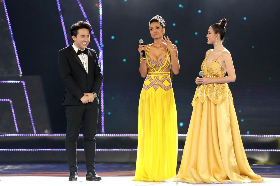 HHen Niê chân trần rơi nước mắt tại Hoa hậu Hoàn vũ Việt Nam 2019 - Ảnh 4.