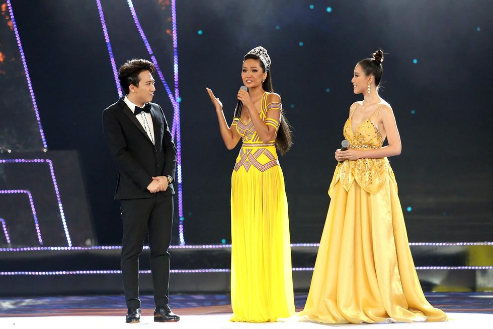 HHen Niê chân trần rơi nước mắt tại Hoa hậu Hoàn vũ Việt Nam 2019 - Ảnh 5.
