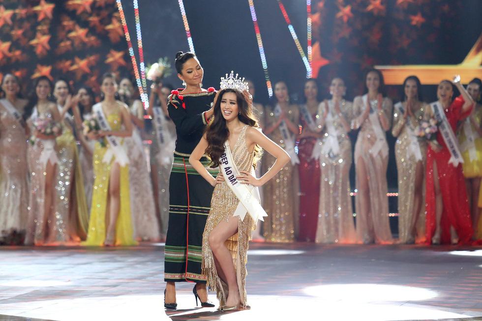 HHen Niê chân trần rơi nước mắt tại Hoa hậu Hoàn vũ Việt Nam 2019 - Ảnh 10.