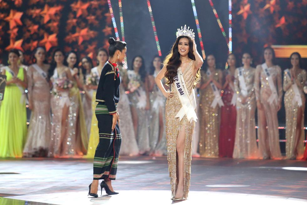 HHen Niê chân trần rơi nước mắt tại Hoa hậu Hoàn vũ Việt Nam 2019 - Ảnh 12.