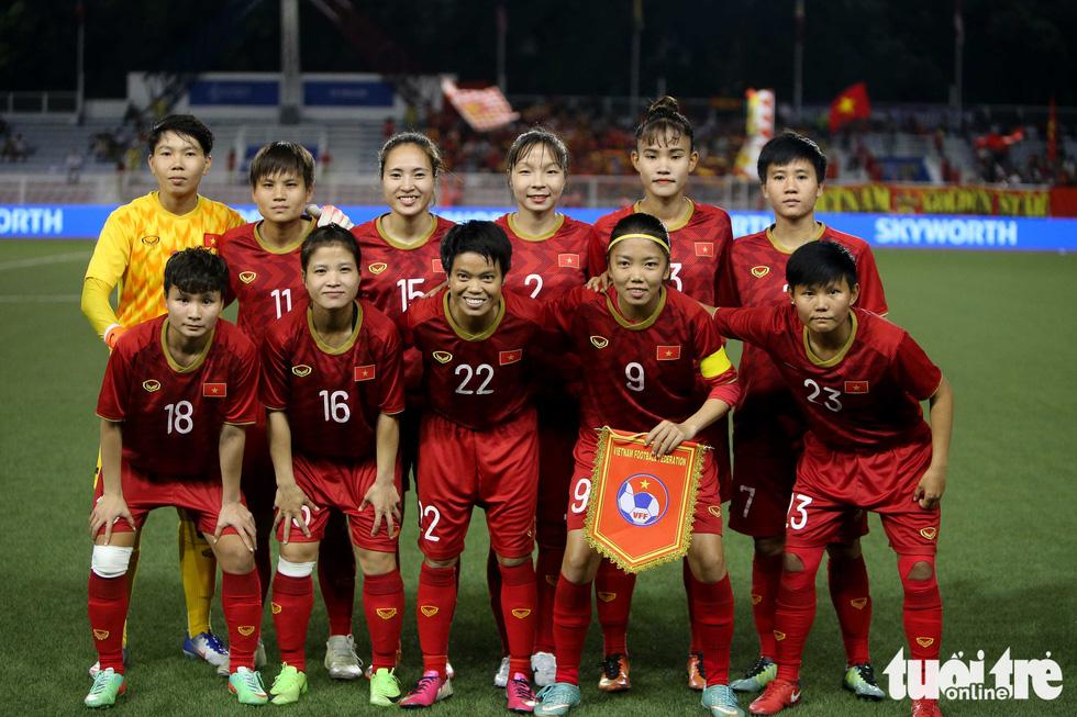 Khoảnh khắc nghẹn ngào của tuyển nữ Việt Nam đêm đăng quang - Ảnh 13.