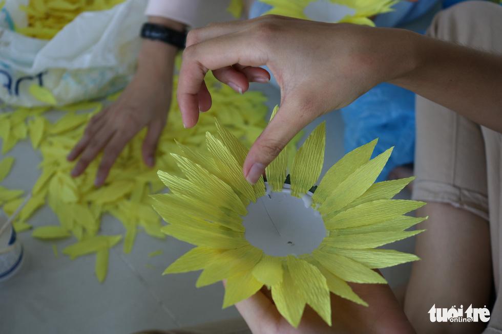 Hơn 5.000 hoa hướng dương cho chương trình Ước mơ của Thúy - Ảnh 4.