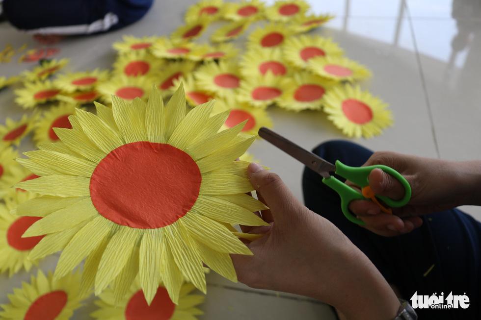 Hơn 5.000 hoa hướng dương cho chương trình Ước mơ của Thúy - Ảnh 5.