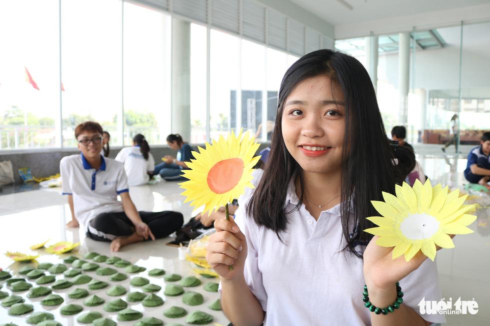 Hơn 5.000 hoa hướng dương cho chương trình Ước mơ của Thúy - Ảnh 6.
