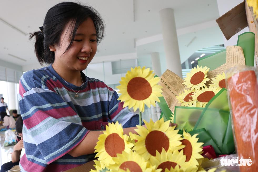Hơn 5.000 hoa hướng dương cho chương trình Ước mơ của Thúy - Ảnh 7.