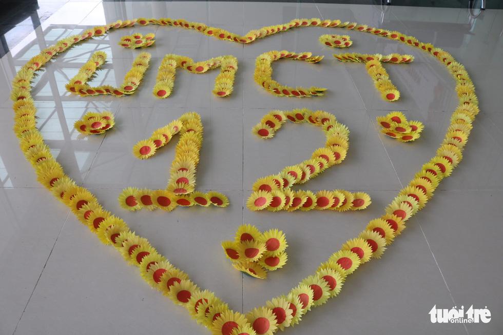 Hơn 5.000 hoa hướng dương cho chương trình Ước mơ của Thúy - Ảnh 2.