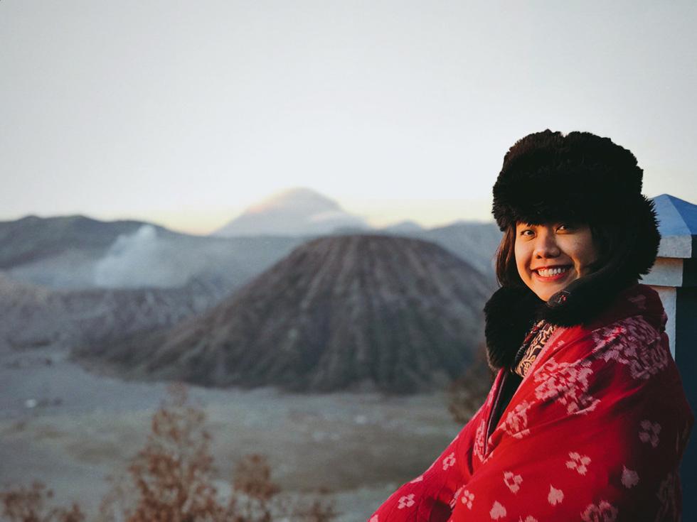 Thưởng thức đặc sản cát bụi ở núi lửa Bromo - Ảnh 2.