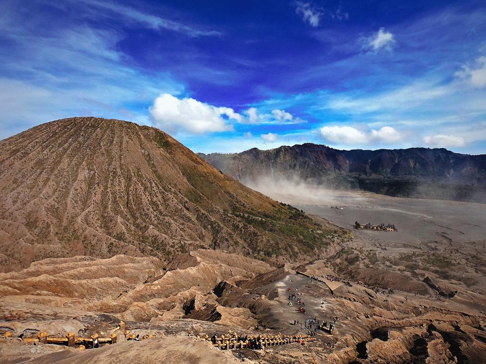 Thưởng thức đặc sản cát bụi ở núi lửa Bromo - Ảnh 3.