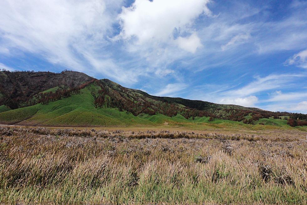 Thưởng thức đặc sản cát bụi ở núi lửa Bromo - Ảnh 4.