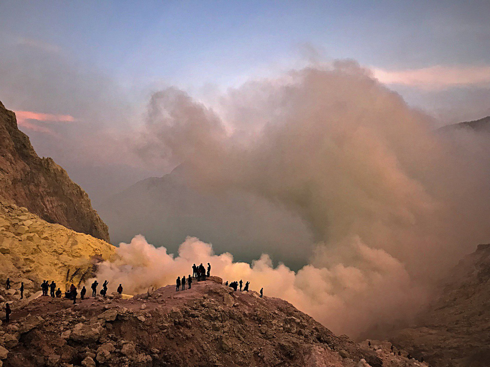 Thưởng thức đặc sản cát bụi ở núi lửa Bromo - Ảnh 7.