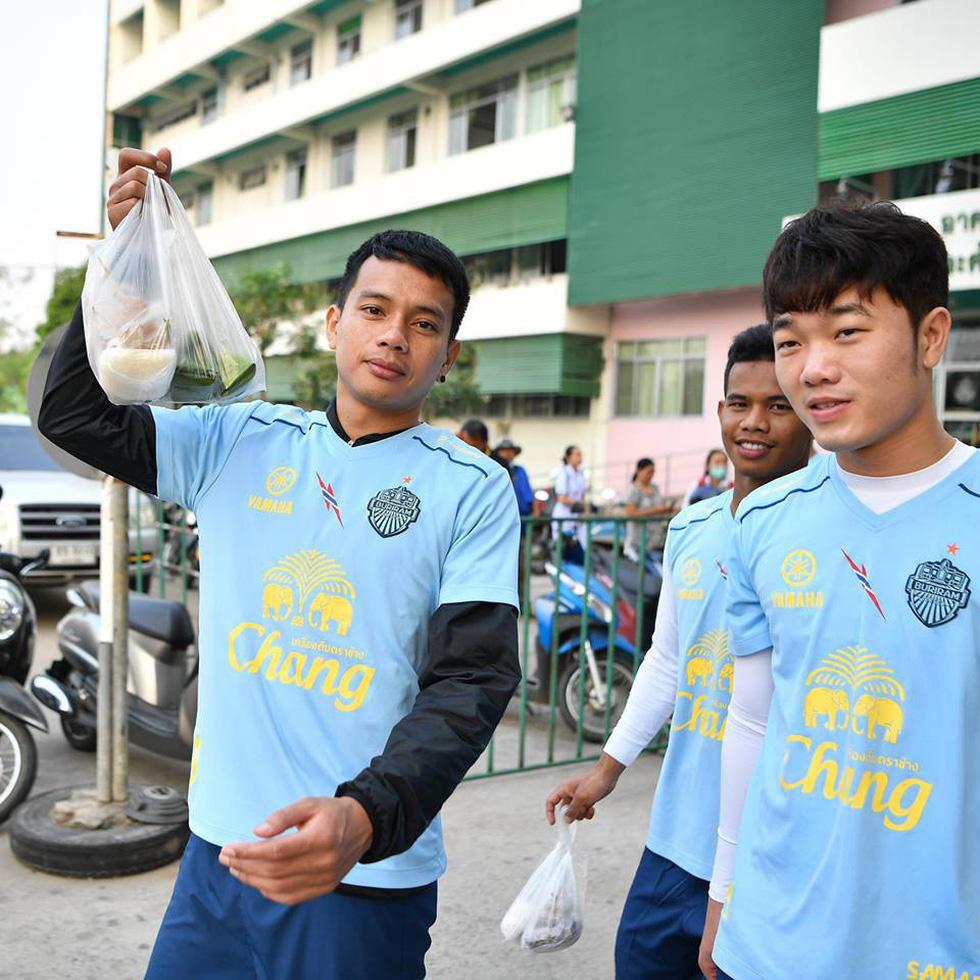 Xem Xuân Trường tập luyện kiểu nhà binh cùng Buriram - Ảnh 4.