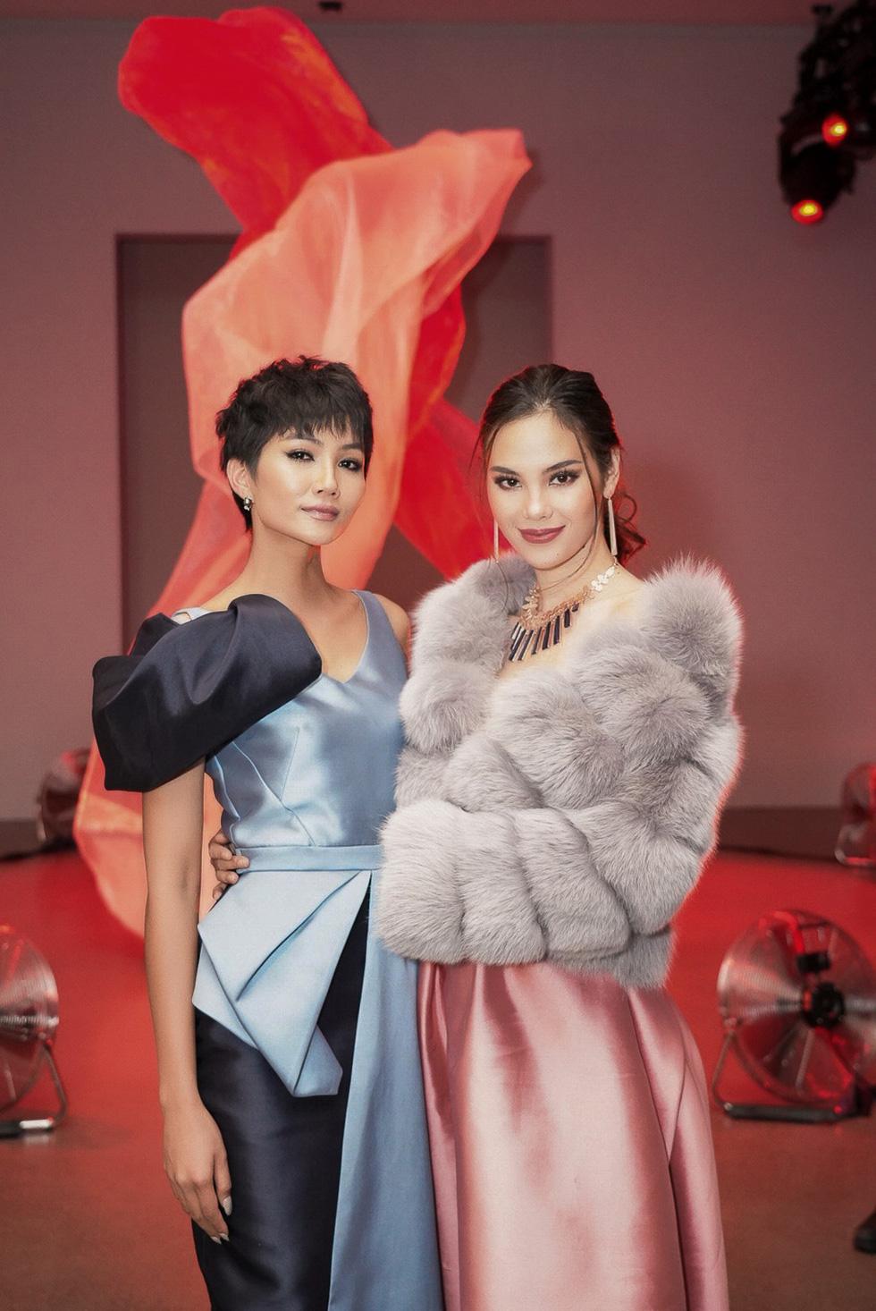 Victorias Secret diễn bộ sưu tập của Công Trí, HHen Niê dự show Phương My - Ảnh 13.