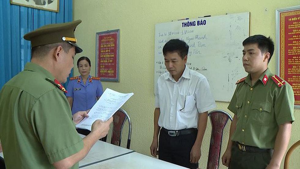 Gian lận điểm thi ở Sơn La: Mở khóa phòng bài thi để người khác sửa bài - Ảnh 1.