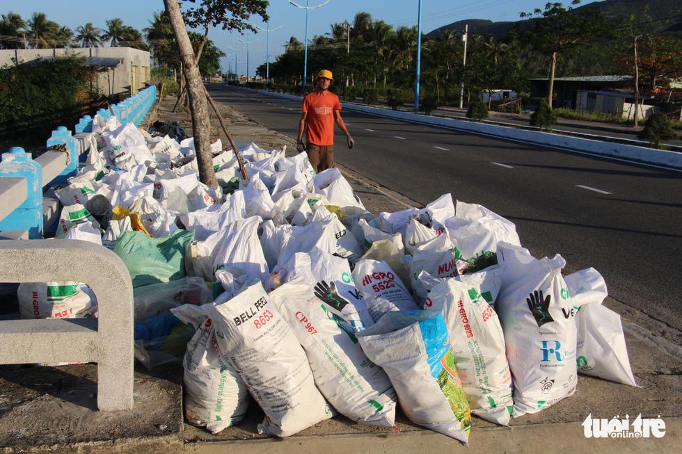 Bay từ Nam Phi, Argentina, Hà Lan qua Việt Nam… nhặt rác - Ảnh 16.