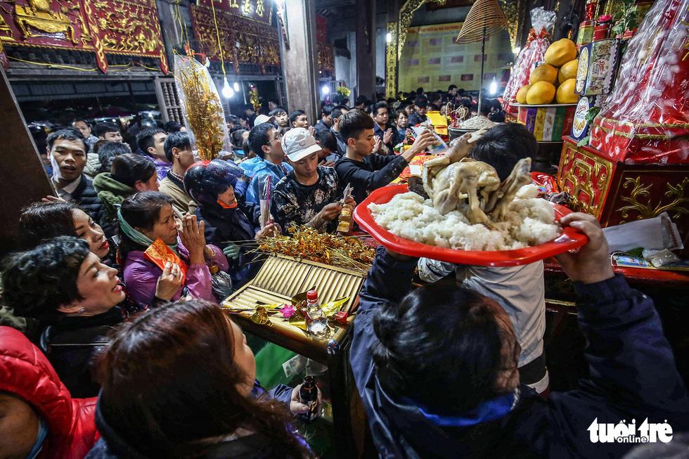 Chen nhau đi lễ chùa dịp rằm tháng giêng - Ảnh 7.