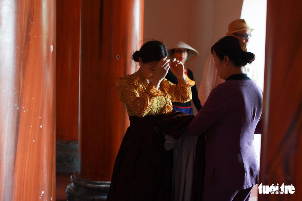 Chen nhau đi lễ chùa dịp rằm tháng giêng - Ảnh 8.