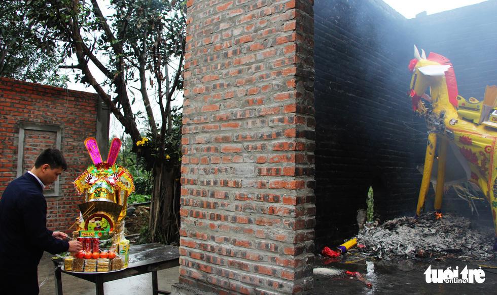 Chen nhau đi lễ chùa dịp rằm tháng giêng - Ảnh 9.