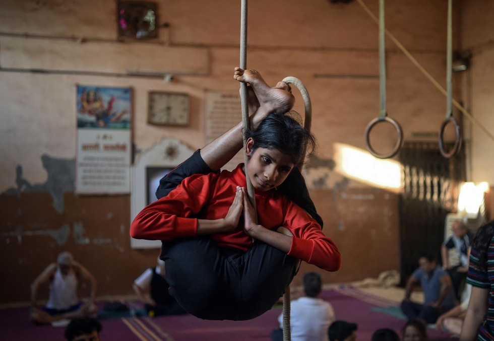 Ngỡ ngàng với 'Yoga trên cột' - Ảnh 4.
