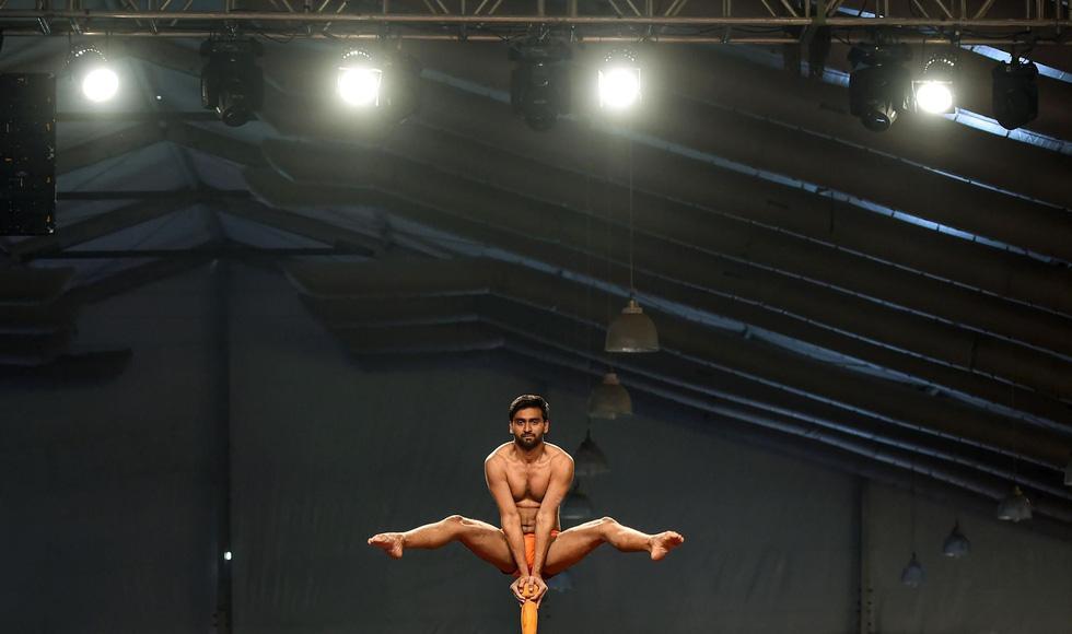 Ngỡ ngàng với 'Yoga trên cột' - Ảnh 6.