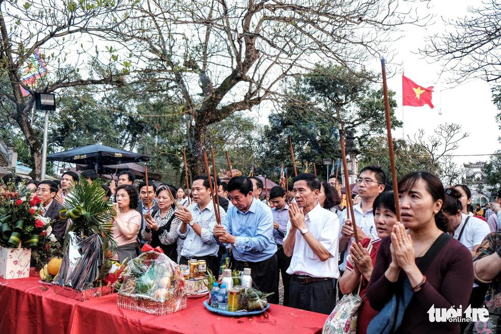 Hơn 2.000 người bảo vệ lễ khai ấn đền Trần đêm nay (18-2) - Ảnh 5.