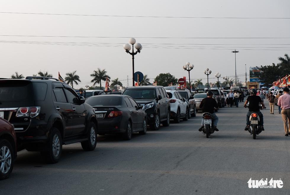 Hơn 2.000 người bảo vệ lễ khai ấn đền Trần đêm nay (18-2) - Ảnh 4.