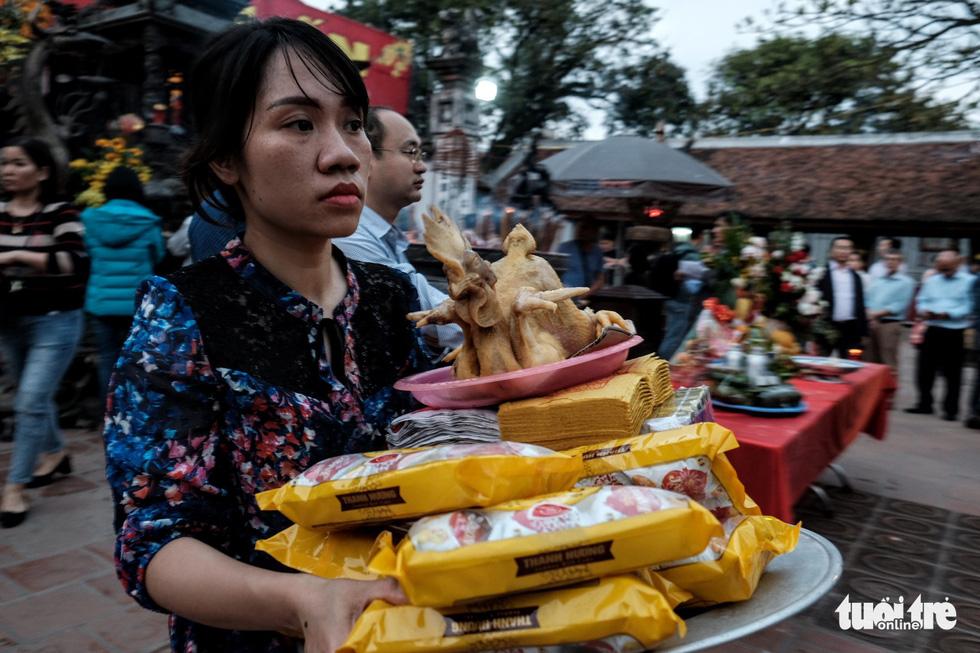 Hơn 2.000 người bảo vệ lễ khai ấn đền Trần đêm nay (18-2) - Ảnh 6.
