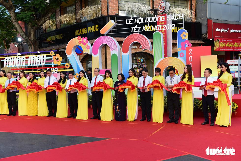 Khai mạc lễ hội đường sách Tết Kỷ Hợi 2019 - Ảnh 3.