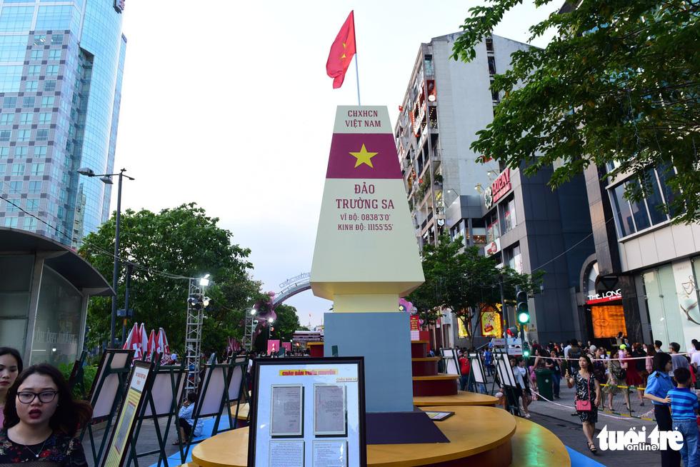 Khai mạc lễ hội đường sách Tết Kỷ Hợi 2019 - Ảnh 2.