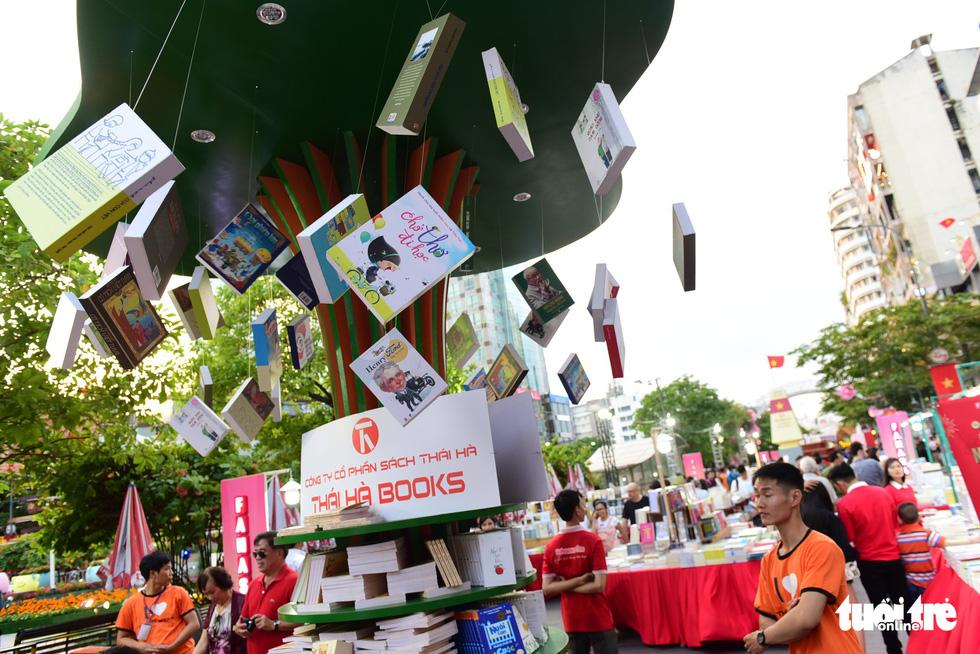 Khai mạc lễ hội đường sách Tết Kỷ Hợi 2019 - Ảnh 11.