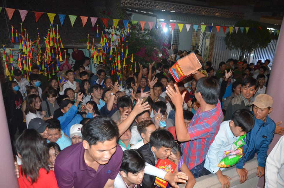 Đổi nghi thức phát lộc, người miền Tây vẫn hài lòng lễ hội Làm Chay - Ảnh 3.