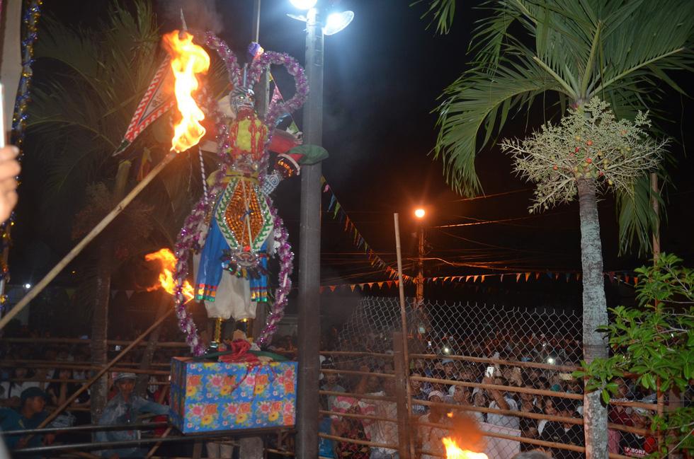 Đổi nghi thức phát lộc, người miền Tây vẫn hài lòng Lễ hội Làm Chay - Ảnh 5.