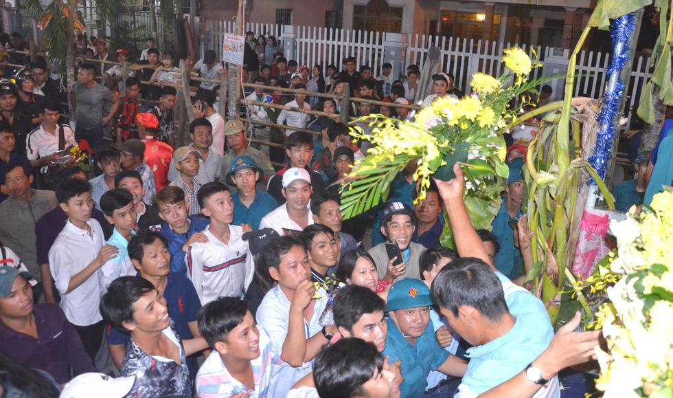 Đổi nghi thức phát lộc, người miền Tây vẫn hài lòng lễ hội Làm Chay - Ảnh 6.