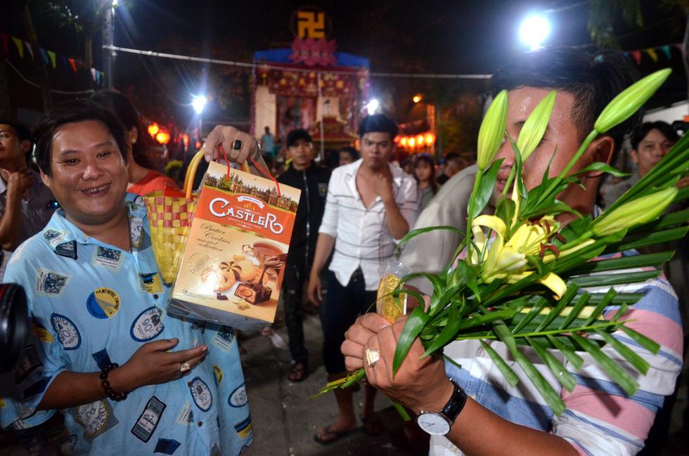 Đổi nghi thức phát lộc, người miền Tây vẫn hài lòng lễ hội Làm Chay - Ảnh 7.