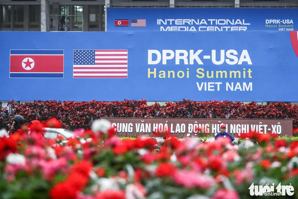 Cận cảnh nơi làm việc của 3.000 nhà báo đưa tin sự kiện Mỹ - Triều - Ảnh 1.