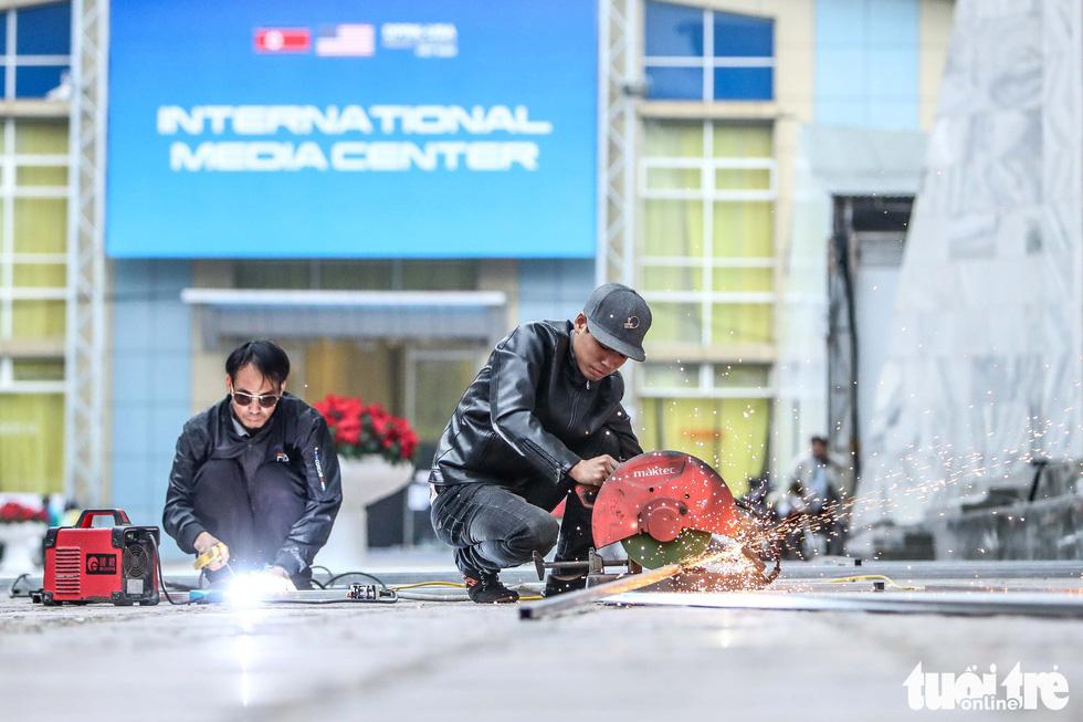 Cận cảnh nơi làm việc của 3.000 nhà báo đưa tin sự kiện Mỹ - Triều - Ảnh 8.