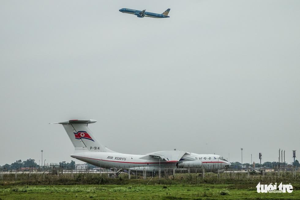 Cận cảnh ngựa thồ Il-76 của phái đoàn Triều Tiên - Ảnh 9.