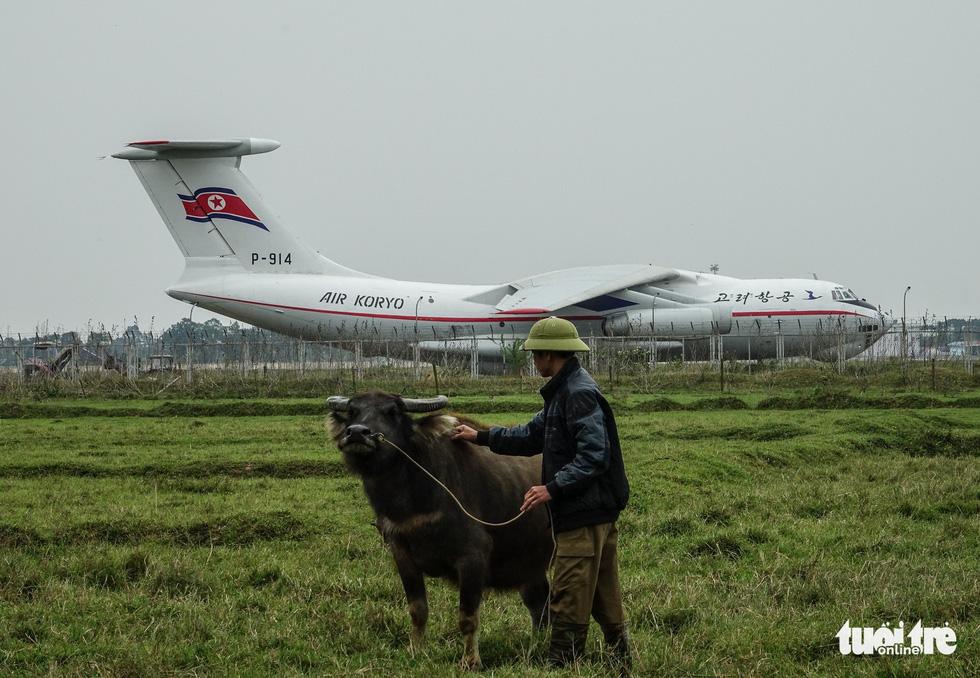 Cận cảnh ngựa thồ Il-76 của phái đoàn Triều Tiên - Ảnh 5.