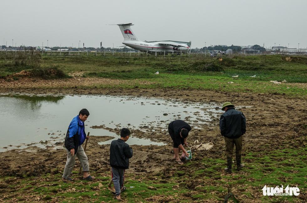 Cận cảnh ngựa thồ Il-76 của phái đoàn Triều Tiên - Ảnh 8.