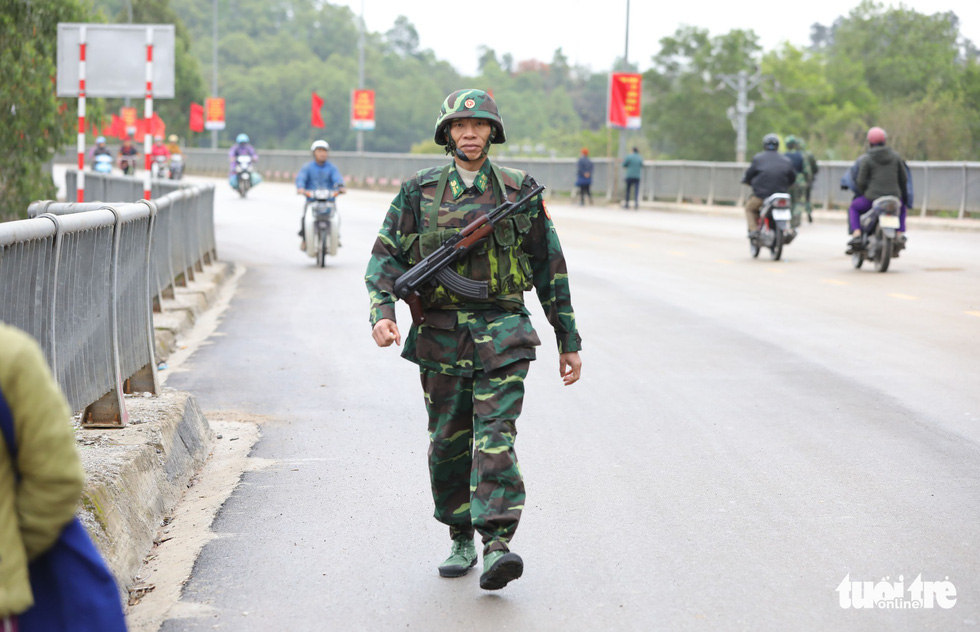 Chó nghiệp vụ, kiểm soát quân sự phong tỏa ga Đồng Đăng - Ảnh 6.