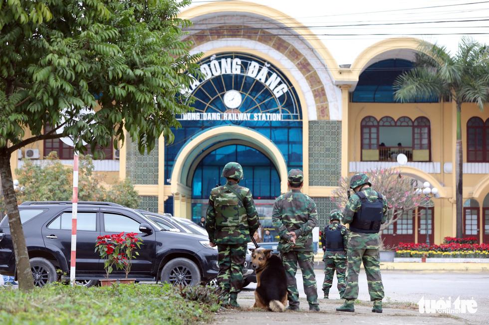 Chó nghiệp vụ, kiểm soát quân sự phong tỏa ga Đồng Đăng - Ảnh 1.