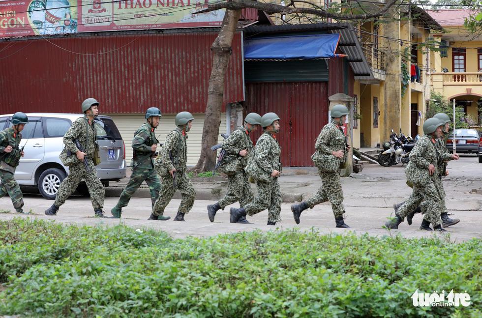 Chó nghiệp vụ, kiểm soát quân sự phong tỏa ga Đồng Đăng - Ảnh 4.