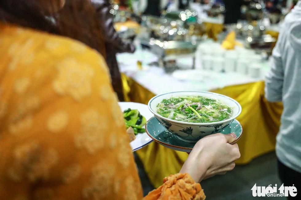 Việt Nam mở đại yến 40 món đãi 3.500 nhà báo  - Ảnh 6.