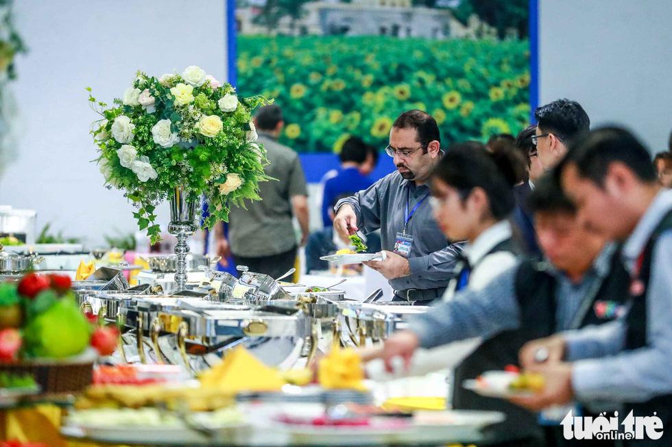 Việt Nam mở đại yến 40 món đãi 3.500 nhà báo  - Ảnh 5.