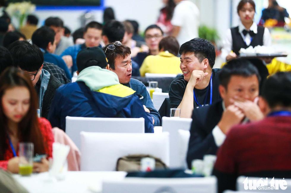 Việt Nam mở đại yến 40 món đãi 3.500 nhà báo  - Ảnh 1.